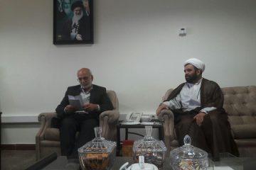 طومار اعتراضی مردم دماوند درباره آستان امامزاده هاشم(ع) تحویل قائممقام وزیر کشور شد+ تصاویر