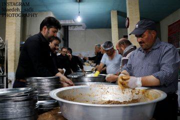 طبخ غذای نذری در حسینیه انصارالحسین (ع) کوهان