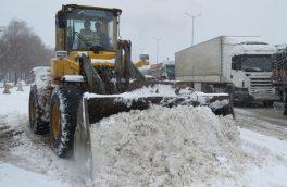 نجات ۷۰ خودروی گرفتار در برف در محور هراز