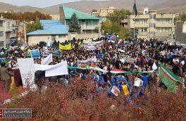 فریاد ایستادگی دانشآموزان دماوندی در راهپیمایی ۱۳ آبان/ خروش ملت قهرمان و انقلابی دماوند در روز مبارزه با استکبار+ عکس و فیلم