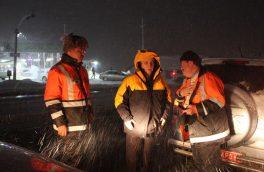 بازدید شبانه مسؤولان از جادههای برفی دماوند+ تصاویر